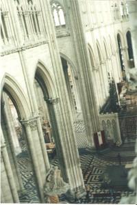 La catedral vista desde un pasillo superior
