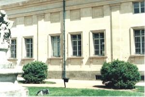 Esta es la biblioteca donde se pueden ver los balazos de los nazis