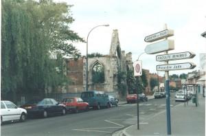 Esta iglesia estaba frente a las oficinas del comité y fue bombardeada por alemanes en la segunda guerra mundial