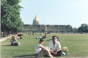 Mi comadre y yo disfrutando del verano parisino