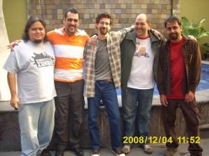 Antes de empezar la fotito del recuerdo con Mudo, yo mero, Pato y su nuevo look, Bachan y Adriano