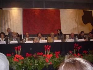 La plana mayor de la Fil, la UdeG, Rius y Aragonés, con los organizadores del encuentro: Arnulfo y Jorge
